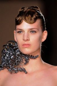 photo-21-details-du-defile-iris-van-herpen-haute-couture-printemps-ete-2013_4232114