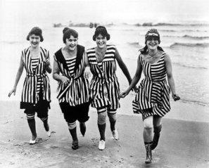 1900 : Loin d'être sexy, le costume de bain est avant tout couvrant !