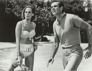 1960: Ursula Andress et son célèbre deux pièces.
