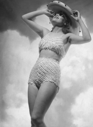 1940: L'élégance des vêtements se retrouve dans les maillots !