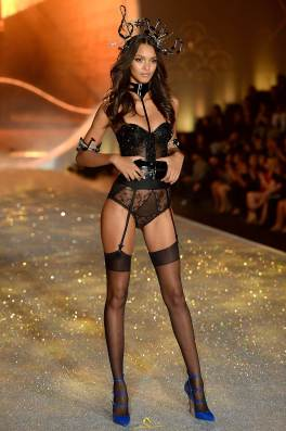 lais-ribeiro-victorias-secret-fashion-show-runway-2013-05